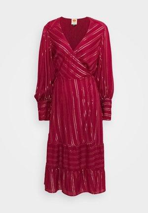 BURGUNDY STRIPES DRESS - Denní šaty - pink