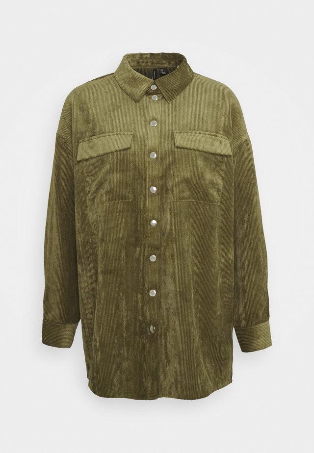 VMYVONNE - Button-down blouse - ivy green