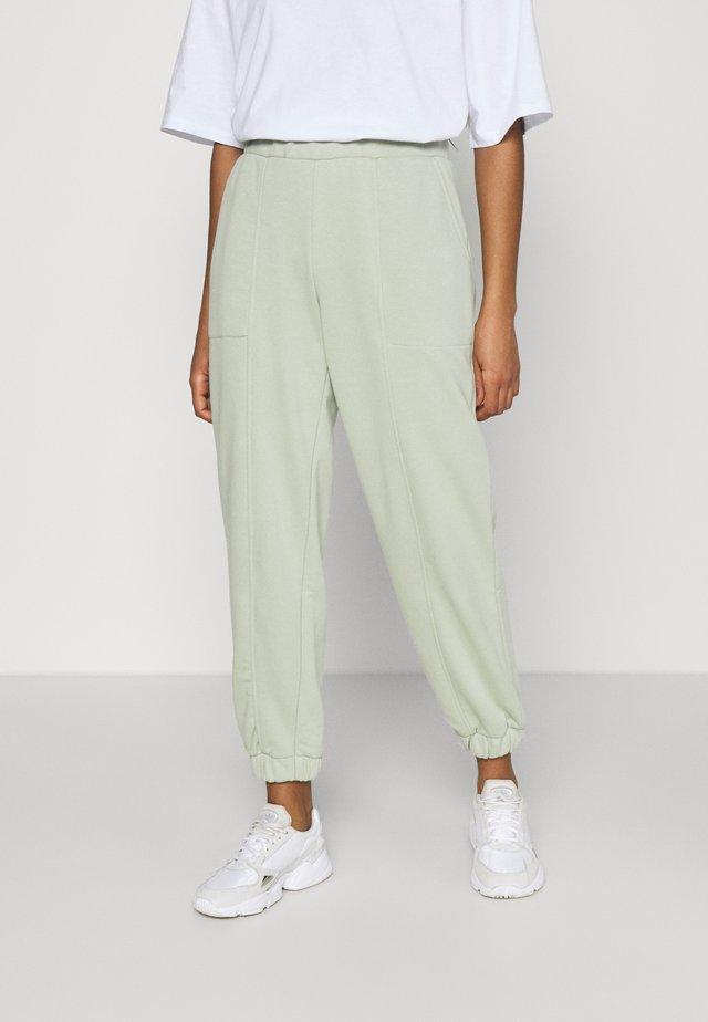 PCCOOLIO PANTS - Pantalones deportivos - desert sage