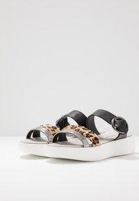 JETTE - Pantofle - brown/black - 4