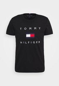 Tommy Hilfiger - FLAG TEE - Triko spotiskem - black - 4