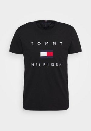 FLAG TEE - T-shirt z nadrukiem - black