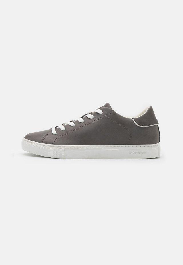 Sneakers laag - stone