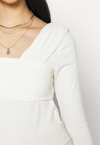 NA-KD - NA-KD X ZALANDO EXCLUSIVE OFFSHOULDER DETAIL - Long sleeved top - white - 4