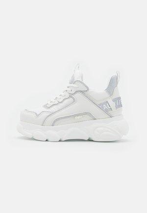 VEGAN CHAI - Sneakersy niskie - white/silver