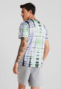 Nike Performance - LEGEND TEE NATURAL HIGH - T-Shirt print - ghost - 2