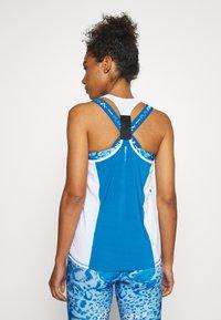 ONLY Play - ONPAMBRE TRAINING - Camiseta de deporte - imperial blue/white/black - 2