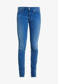 Kings Of Indigo - JUNO - Slim fit jeans - veggie warp mid stone - 4