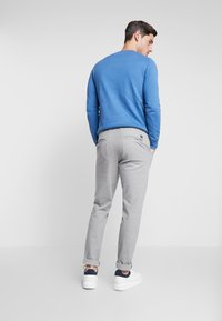 TOM TAILOR DENIM - SLIM STRUCTURE - Trousers - grey melange - 2