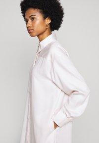 Filippa K - VIV DRESS - Košilové šaty - faded pink - 4