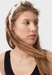 Stradivarius - MIT TUPFEN  - Hair styling accessory - brown - 1