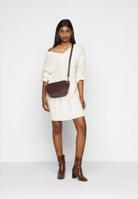 Fashion Union Petite - QUINCE - Strikket kjole - cream - 1
