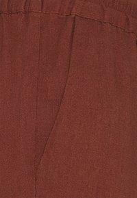 Vero Moda - VMASTIMILO ANKLE PANTS - Trousers - sable - 2