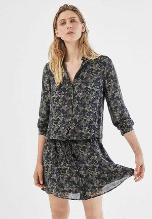 FLORAL CAMOUFLAGE PRINT VISCOSE VOILE SHORT  - Day dress - kaki