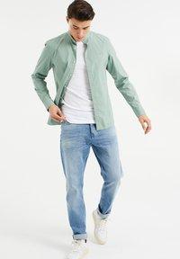 WE Fashion - SLIM FIT  - Shirt - mint green - 1