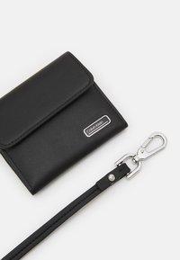 Calvin Klein - WEARABLE HOLDER - Peněženka - black - 4