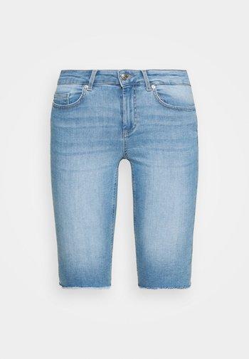 ONLBLUSH WAIST LONG - Shorts di jeans - light blue denim