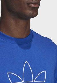 adidas Originals - TREFOIL LOGO OUTLINE T-SHIRT - Print T-shirt - blue - 5