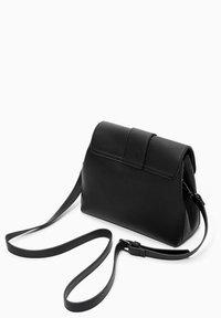s.Oliver - MIT STRUKTUR-OPTIK - Across body bag - black - 3