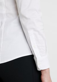 Tommy Hilfiger - HERITAGE SLIM FIT - Button-down blouse - classic white - 5