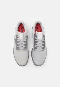 adidas Golf - ADICROSS RETRO RIP - Golfové boty - grey two/footwear white/grey four - 3