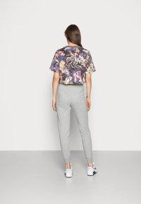 Nike Sportswear - TIGHT - Joggebukse - dark grey heather/white - 2