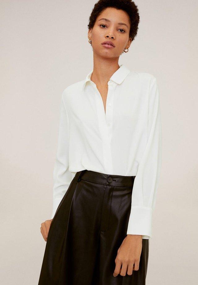 BASIC - Skjortebluser - gebroken wit