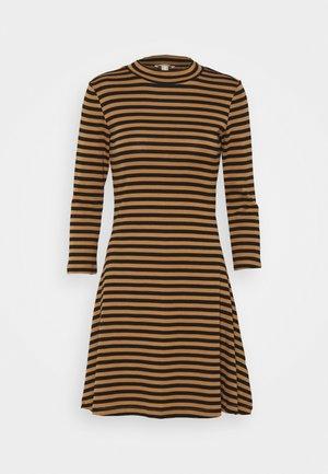 FIT AND FLARE DRESS - Žerzejové šaty - bark