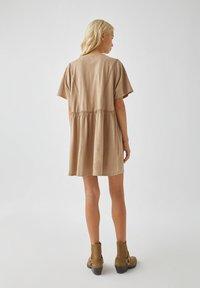 PULL&BEAR - Denní šaty - brown - 2