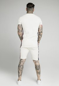 SIKSILK - RETRO ESSENTIAL TAPE TEE - T-shirt med print - off-white - 2