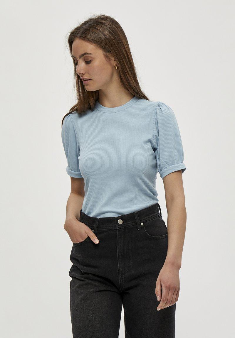 Minus - JOHANNA  - T-shirt basic - powder blue