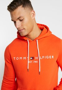 Tommy Hilfiger - LOGO HOODY - Sweat à capuche - orange - 3