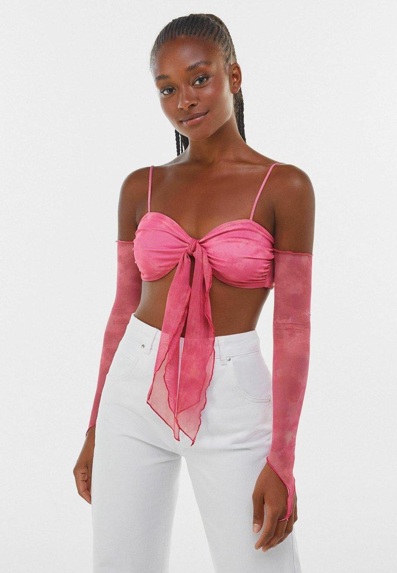 Bershka - MIT KNOTEN - Maglietta a manica lunga - pink