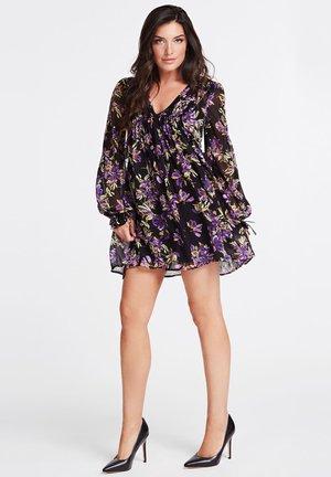 GUESS KLEID BLUMENPRINT - Vestito estivo - mehrfarbig violett