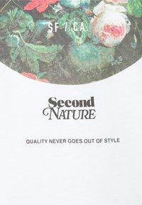 Levi's® - GRAPHIC CREWNECK TEE UNISEX - T-shirt imprimé - neutrals - 4