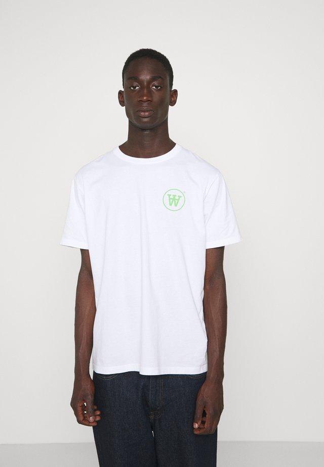 ACE - Print T-shirt - white/green