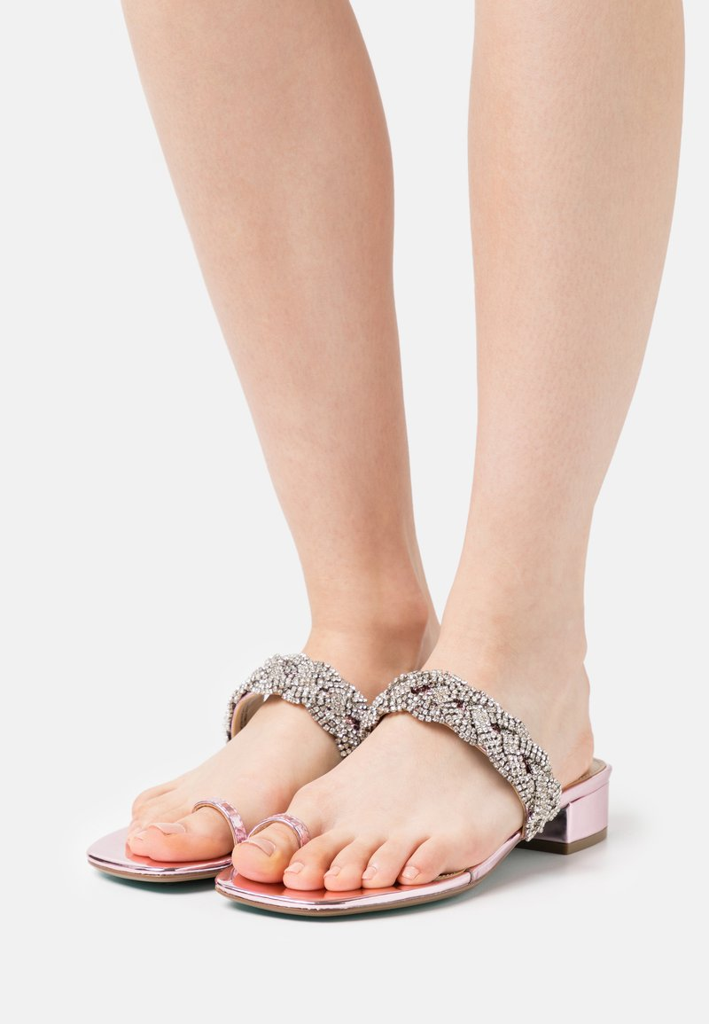 Blue by Betsey Johnson - INDIE - Tongs - rose