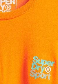 Superdry - T-Shirt print - bright havana orange - 2