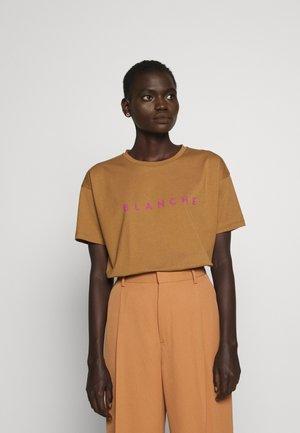 MAIN CONTRAST - Basic T-shirt - toasted
