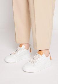Kennel + Schmenger - UP - Sneakers laag - bianco/caramel - 0