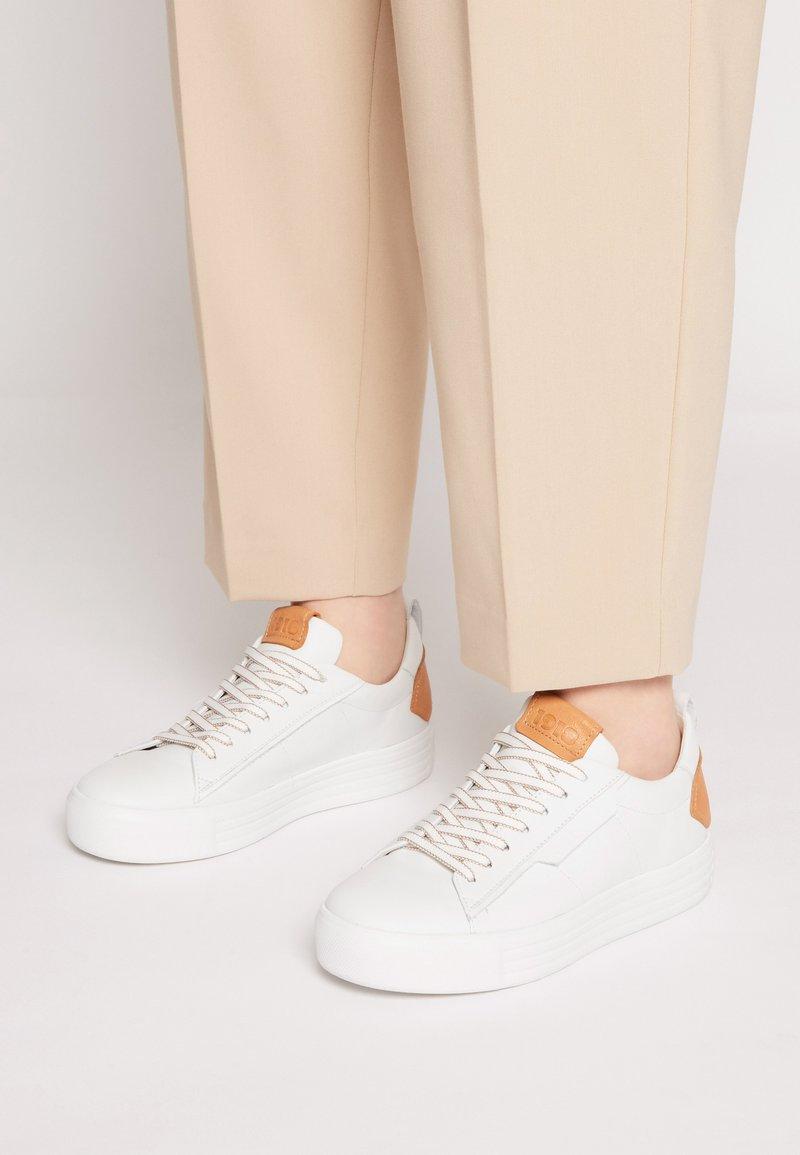 Kennel + Schmenger - UP - Sneakers laag - bianco/caramel