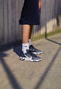 Nike Sportswear - REACT 55 - Sneakers - black/white - 4