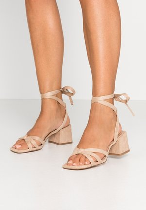 ANKLE STRAP HEELS - Sandály - beige