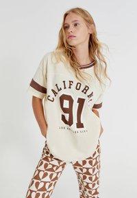 PULL&BEAR - Print T-shirt - mottled beige - 0