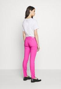 Emporio Armani - POCKETS PANT - Skinny džíny - rosa pop - 2