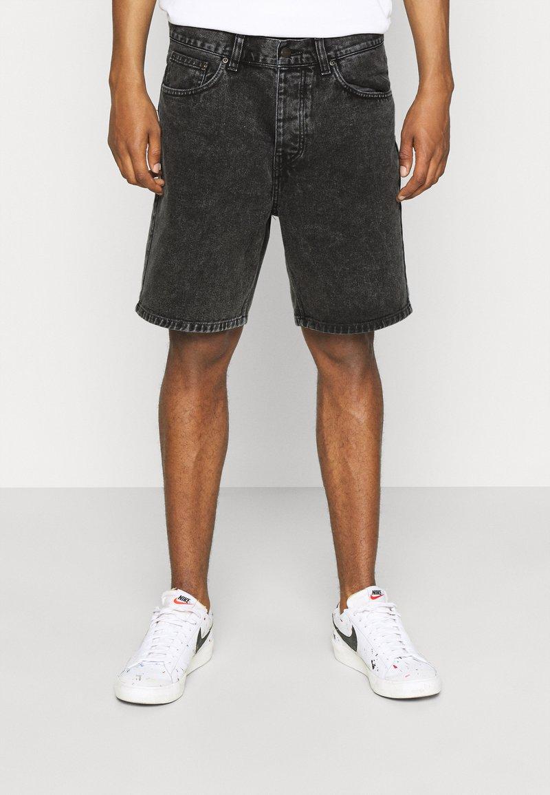Carhartt WIP - NEWEL PARKLAND - Farkkushortsit - black worn