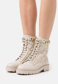 Guess - ORMOND - Platform ankle boots - vanilla - 0