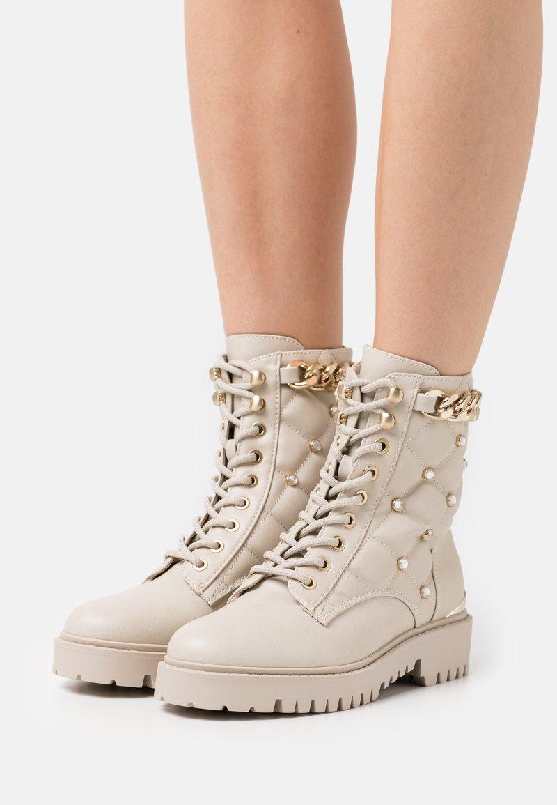 Guess - ORMOND - Platform ankle boots - vanilla