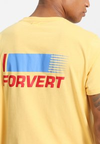 Forvert - TIMO - Print T-shirt - yellow - 4