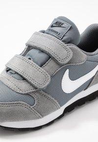 Nike Sportswear - MD RUNNER 2 BPV - Trainers - light grey - 2